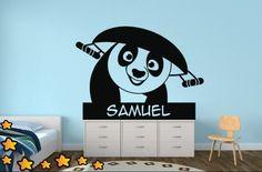 ¡Buenos días amigos! Si queréis personalizar la habitación de vuestros hijos, ahora lo podréis hacer con vinilos nombres. Es muy fácil de colocar, además de conseguir una decoración exclusiva. Os presentamos un ejemplo de la película animada Kung Fu Panda ¡Esperamos os guste! http://www.vinilosinfantiles.com/vinilo-kung-fu-panda-v1584?search_query=v1584&results=1