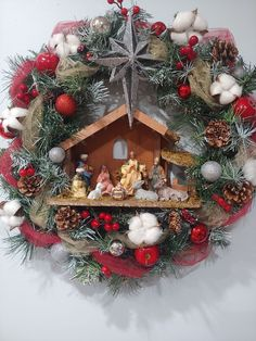 wreath with a manger and led light inside and a star on top. Around the wreath is decorated with a mix of berries, acorns, apples, flocked branches, cotton and ornaments Easy Christmas Decorations, Holiday Crafts, Christmas Wreaths, Wreath Crafts, Diy Wreath, Simple Christmas, Christmas Holidays, Crib Decoration, Christian Christmas