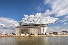 Une extension de batiment en forme de bateau de verre à Anvers - http://www.2tout2rien.fr/une-extension-de-batiment-en-forme-de-bateau-de-verre-a-anvers/
