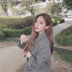 "fromis_9 [프로미스나인] on Instagram: ""⠀⠀⠀ 오랜만에 플로버들 봐서 기분 좋아요💜 포토 바이 나꼬>< ⠀⠀⠀ #지원"" South Korean Girls, Korean Girl Groups, Cool Girl, My Girl, Fandom Kpop, Rose Icon, Ulzzang Girl, Pop Group, Kpop Girls"