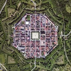 Neuf-Brisach | Alsace | France | This star shaped fortified town and «ideal city» was designed by the military engineer Vauban around year 1700. Inside the octagonal fortification there is a regular street grid pattern with the square Place d`Arme at its center. Image from Apple Maps/TomTom