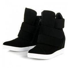 Dámské kotníkové boty Hafaza černé – černá Dosáhněte sportovního vzhledu v pohodlí a obujte si tyto krásné boty na neviditelném klínku v trendy barvě. Boty na zip, ale i na suchý zip, vám zajistí dvojnásobné …