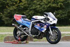 ecosse a écrit: I like Kawasaki's but that Suzuki is stunning. Does it still exist? What competitions did it take part? Suzuki Gsx R 750, Suzuki Superbike, Suzuki Motos, Moto Suzuki, Suzuki Motorcycle, Motorcycle Art, Racing Motorcycles, Custom Street Bikes, Custom Bikes