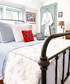 Guest Bedroom | Summer House Tour Vintage Market Days, House Trim, Decorating Bookshelves, Duvet Bedding Sets, Cozy Cottage, Bedroom Decor, Bedroom Ideas, House Painting, House Tours
