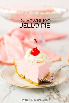This Strawberry Jello Pie is the perfect cool and creamy treat to enjoy. Grab Cool Whip, Jello and a graham cracker crust and you're ready to make this quick jello pie. It's the perfect comfort Cool Whip Pies, Cool Whip Desserts, Jello Recipes, Köstliche Desserts, Cheesecake Recipes, Dessert Recipes, Pumpkin Cheesecake, Jello Cheesecake, Jello Pie Cool Whip