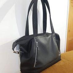 Sonia Doré sur Instagram: Nouveau sac 👜. Modèle Java en small de @patrons_sacotin. Similis @quartierdestissus Tissu doublure et zips @centrakor Bouclerie…