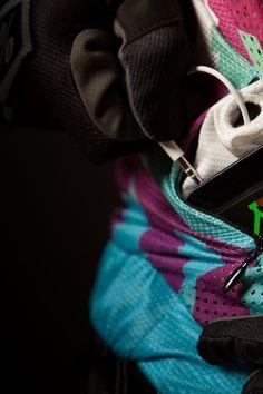 DFY.IO / Longsleeve Raglan Jersey / XXX / Detail shot of one of the zipper pockets