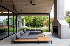 A Heritage Home Gets Modern Outdoor Entertaining Spaces and Gardens - Design Milk Ian Barker Gardens was hired to bring life to the exterior while creating plenty of modern entertaining spaces for this heritage house in the Camberwell suburb of Melbourne. Modern Outdoor Living, Modern Outdoor Kitchen, Modern Outdoor Fireplace, Outdoor Areas, Outdoor Rooms, Outdoor Decor, Modern Garden Design, Contemporary Garden, Landscape Design