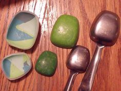 Jill Palumbo's tip for using measuring spoons to make nice cabochon molds with polymer clay