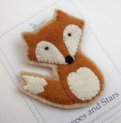 Cute Felt Fox Brooch von StripesandStars auf Etsy, $8.00