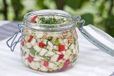 Kurkkupikkelssi Preserves, Pickles, Cucumber, Mason Jars, Food And Drink, Baking, Inspiration, Recipes, Red Peppers
