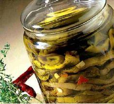 - Melanzane sott'olio - Eggplants in olive oil Vinager, Eggplant Recipes, Preserving Food, Milkshake, Fett, Preserves, Italian Recipes, Pickles, Carne