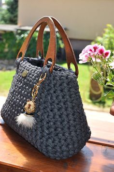 Marvelous Crochet A Shell Stitch Purse Bag Ideas. Wonderful Crochet A Shell Stitch Purse Bag Ideas. Crochet Wallet, Crochet Backpack, Bag Crochet, Crochet Shell Stitch, Crochet Handbags, Crochet Purses, Crochet Gifts, Crochet Yarn, Crochet Shoulder Bags