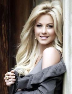 Julianne Hough--she is my inspiration! Absolutely gorgeous, a country girl with an amazing sense of style! Love her to death! Photos of beautiful girls - on the beach, outdoors, in cars. Only real girls. Blonde Beauty, Blonde Hair, Hair Beauty, Beautiful Celebrities, Gorgeous Women, Absolutely Gorgeous, Gorgeous Blonde, Woman Face, Beautiful Eyes