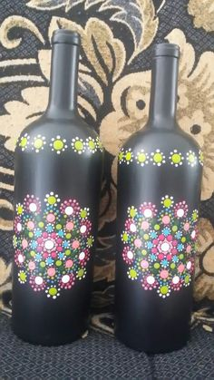 Glass Bottle Crafts, Diy Bottle, Bottle Art, Glass Painting Designs, Dot Art Painting, Recycled Wine Bottles, Painted Wine Bottles, Jar Design, Jar Art