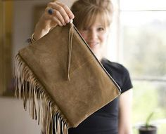 """When I first saw this I thought it said """"fridge"""" clutch, not fringe clutch. Which gave me the idea that I could use a clutch, put magnets on it and use it for coupons, etc that I want to grab going out the door! Fringe Purse, Fringe Bags, Diy Handbag, Diy Purse, Diy Clutch, Do It Yourself Fashion, Crafts With Pictures, Purse Tutorial, Leather Fringe"""