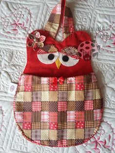 Artesanatos Flor de Pimenta: Porta carregador de celular Owl Crochet Patterns, Bag Patterns To Sew, Quilt Patterns, Sewing Patterns, Pochette Diy, Sewing Crafts, Sewing Projects, Fabric Christmas Trees, Place Mats Quilted