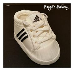 Best 11 My first time working with modeling chocolate. I made this Adidas baby shoe as a cake topper. Happy with the result. Fondant Baby Shoes, Fondant Flower Cake, Fondant Bow, Fondant Tutorial, Fondant Cakes, Bebe Shower, Shoe Cakes, Car Cakes, Chocolate Babies
