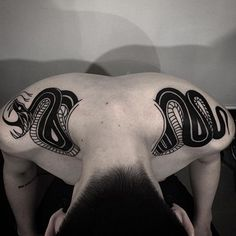 snake. Love this placement. #tattoo #inked Mais