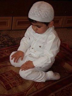 Islam Freedom® offers a fantastic range of Hajj packages and Umrah packages… Little Babies, Little Boys, Cute Babies, Baby Kids, Precious Children, Beautiful Children, Ramadan Karim, Religions Du Monde, La Ilaha Illallah