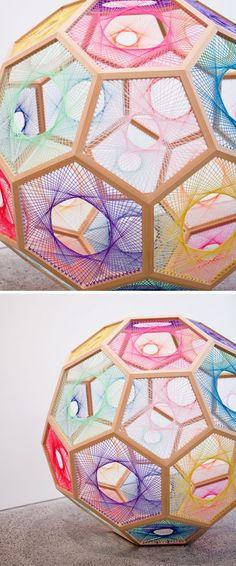Artes com linhas e pregos, alfinetes, cordas, agulhas........linhas coloridas: