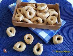 TARALLI AL FINOCCHIETTO SELVATICO uno snack da mangiare per merenda #gialloblogs http://blog.giallozafferano.it/lacucinadimarge/taralli-al-finocchietto-selvatico/