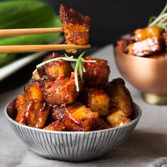 Sticky Chinese Pork Belly PLUS VIDEO! - Sticky Chinese Belly Pork – Slow-cooked until meltingly tender and then finished with a spicy sti - Chinese Pork Belly Recipe, Pork Belly Recipes, Pork Roast Recipes, Slow Cooker Recipes, Cooking Recipes, Slow Cooking, Mince Recipes, Roast Beef, Crockpot Meals