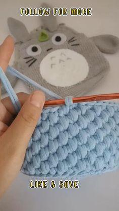 Crochet Basket Pattern Crochet Basket Tutorial, Crochet Bag Tutorials, Crochet Stitches For Beginners, Crochet Flower Tutorial, Crochet Basket Pattern, Crochet Instructions, Crochet Videos, Crochet Crafts, Crochet Projects