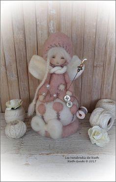 Art doll / poupée miniature pique aiguilles en laine feutrée à l'aiguille / OOAK / lutine décorative pour les couturières