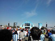 En el Fan Fest de Porto Alegre, lleno de argentinos, observando #Uruguay 1- #Italia 0.