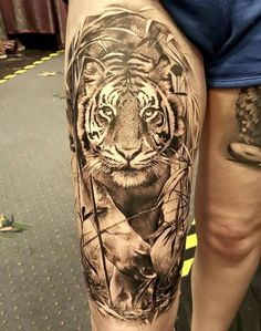 Tatouage Réaliste by Luke Sayer Tiger Tattoo Thigh, Tiger Tattoo Sleeve, Big Cat Tattoo, Tiger Tattoo Design, Sleeve Tattoos, Tattoo Designs, Eagle Tattoos, Leg Tattoos, Body Art Tattoos