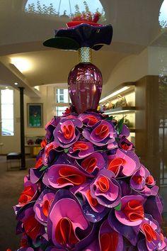 Vitrine Lola- Marc Jacobs - septembre 2009 Parfum Marc Jacobs, Bottle Images, Visual Merchandising, Vintage Photos, Perfume Bottles, Fragrance, Anniversary, Holiday, Design