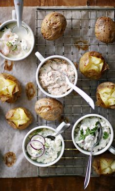 Baked potatoes and four fillings - see the delicious recipes! I Love Food, Good Food, Yummy Food, Fodmap Recipes, Healthy Recipes, Delicious Recipes, Baked Potato With Cheese, Potato Toppings, Warm Food