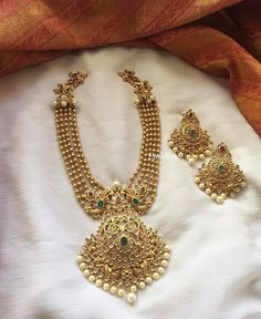 15 Jewellery You Would Love To Wear With Traditional Outfits! Gold Bangles Design, Gold Earrings Designs, Gold Jewellery Design, Bead Jewellery, Silver Bangles, Indian Wedding Jewelry, Bridal Jewelry, Ruby Jewelry, Indian Jewelry