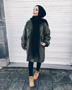 Military hijab style with timberland boots- hijabi traveling style – just trendy girls Hijab Chic, Casual Hijab Outfit, Casual Outfits, Casual Hijab Styles, Islamic Fashion, Muslim Fashion, Modest Fashion, Mode Kimono, Modern Hijab