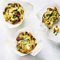 Matiga muffins med zucchini och fetaost | Recept ICA.se Halloumi, Baking Cupcakes, Crunches, Muffins, Squash, Quiche, Zucchini, Picnic, Veggies