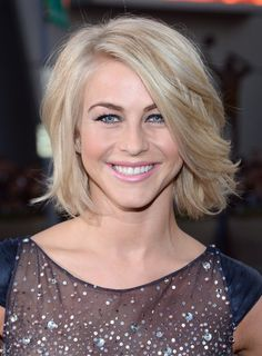 Julianne Hough Photos - Actress Julianne Hough attends the 39th Annual People's Choice Awards at Nokia Theatre L.A. Live on January 9, 2013 in Los Angeles, California. - 39th Annual People's Choice Awards - Red Carpet