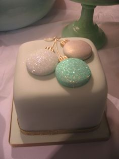 Pale green, white and gold bauble Christmas cake.Shared by Where YoUth Rise Mini Christmas Cakes, Christmas Cake Designs, Christmas Cake Topper, Christmas Cake Decorations, Christmas Sweets, Christmas Cooking, Holiday Cakes, Fondant Christmas Cake, Xmas Cakes