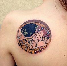 Gustav Klimt the kiss Kiss Tattoos, Body Art Tattoos, Small Tattoos, Tattoo Art, Tatoos, Pretty Tattoos, Beautiful Tattoos, Cool Tattoos, Piercings