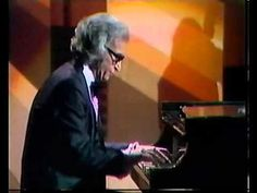 Even though you may not be a jazz music fan, the name Dave Brubeck is one is known around the world. In fact, Brubeck introduced his contemporary style jazz Dave Brubeck, All That Jazz, Jazz Blues, Jazz Music, Music Artists, Beautiful Men, Age, Musicians, American