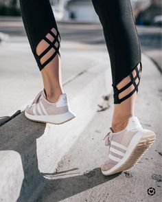 Athletic Outfits, Athletic Wear, Sport Outfits, Legging Outfits, Leggings Fashion, Workout Attire, Workout Wear, Workout Style, Crop Top And Leggings