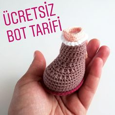 ( ・o・・ Selamun aleykum Hayirli cumalar 😍 hikaye de paylastigim botun tarifini soran olunca… Crochet Amigurumi Free Patterns, Crochet Doll Pattern, Amigurumi Tutorial, Free Crochet, Crochet Bob, Amigurumi For Beginners, How To Make Toys, Booties Crochet, Crochet Doll Clothes