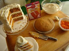 Baking a carrot cake 1:12 by It's a miniature life...is playing with clay