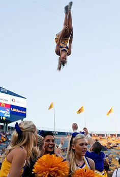 Be a flyer for the LSU Cheerleaders. If you are looking for hairstyles that will Football Tailgate, School Football, Hair Line Up, College Cheerleading, Schools In America, Sport Hair, Pet Tiger, Model One, American Sports