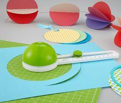 Rundum Spaß am #Basteln! #Kreisschneider für €12,95 mit stufenlos verstellbarem Schieberegler für #Kreise mit einem Durchmesser von 10 bis 32 cm. #Tchibo