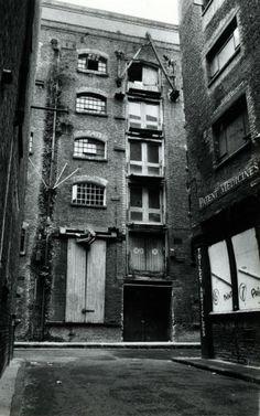 Bermondsey London, London Docklands, Vintage London, Old London, Warehouse Design, Industrial Architecture, London Photos, Abandoned Buildings, British History