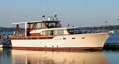 53' Vintage Chris Craft Constellation Speed Boats, Power Boats, Chris Craft Boats, Cruiser Boat, Living On A Boat, Classic Wooden Boats, Ski Boats, Classic Yachts, Boat Lift