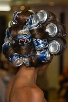 To create large curls: wrap your hair around tin cans and then blow dry. the cans get hot as you blow dry your hair. White Trash Party, White Trash Costume, Pop Cans, Bobe, Tips Belleza, Curlers, Blow Dry, Hair Dos, Hair Hacks