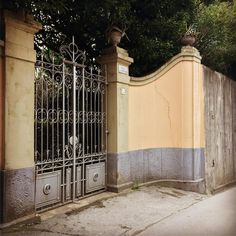 #liberty #italianliberty #old #antique #villa #1912 #giardino #ingresso #cancello #ferro #ferrobattuto #beautiful #photooftheday #picoftheday