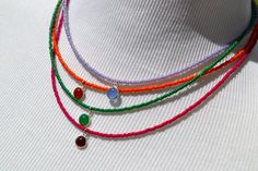 Dainty Four Strand Colorful Beaded Necklace por uniquebeadingbyme